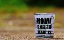 at-home-1391003_1920